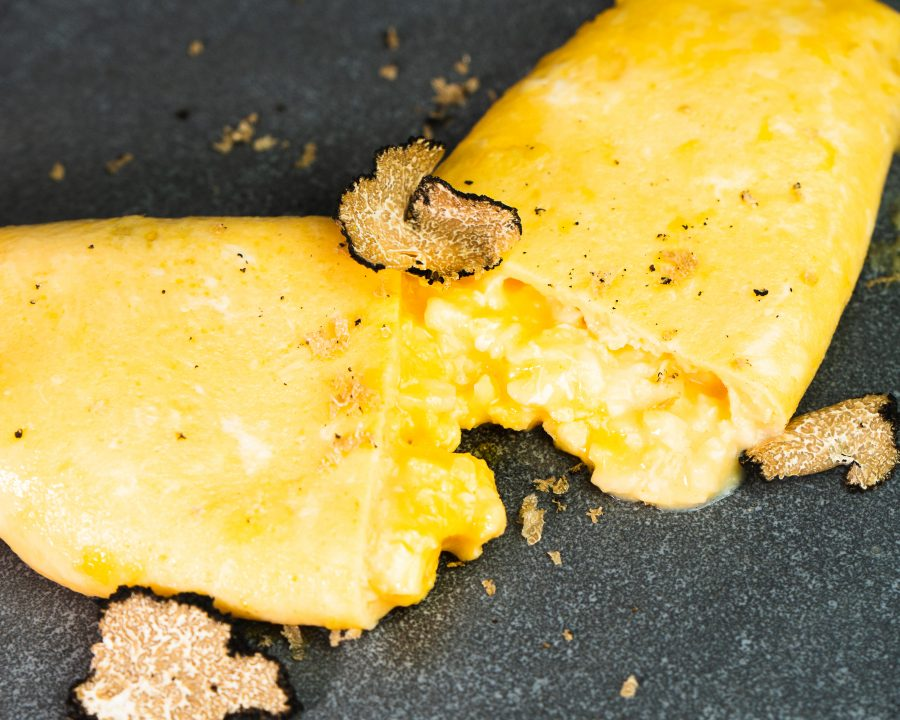 Tortilla trufada cremosa rellena de queso